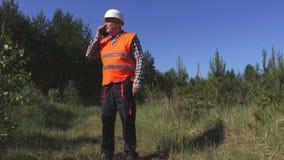 Lumberjacks na lasowej drodze zbiory wideo