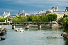 Lumbrera - visión desde Seine Foto de archivo