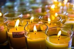 Lume di candela in piccolo vetro Fotografie Stock