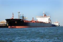 Lumen N de bateau-citerne de carburant le long Photographie stock