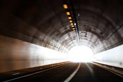 Lumière à l'extrémité d'un tunnel Photos libres de droits