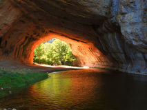 Lumière à l'extrémité de la caverne Images libres de droits