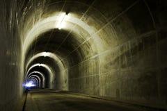 Lumière à l'extrémité de tunnel Image libre de droits