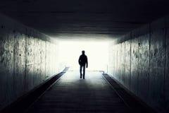 Lumière à l'extrémité du tunnel photos stock