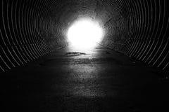 Lumière à l'extrémité du tunnel Photo libre de droits