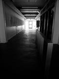 Lumière à la fin du couloir images libres de droits