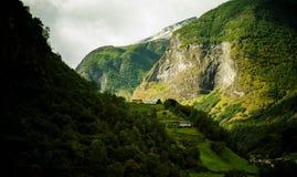 Lumière à travers les montagnes Photo libre de droits