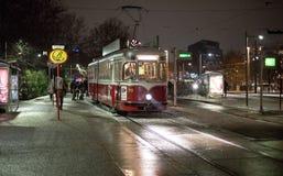 Lumière éloignée d'un vieux tram photos stock