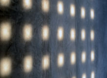 Lumière abstraite sur un mur en béton grunge Photos libres de droits
