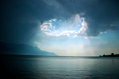 Lumière au-dessus de laque Leman Photographie stock