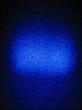 Lumière bleue sur un mur texturisé Photographie stock libre de droits