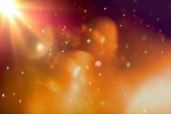Lumière colorée abstraite de bokeh avec la fusée légère sur le fond noir images libres de droits