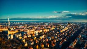 Lumière d'été de tour de la vue aérienne TV de Prague image libre de droits