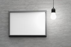 Lumière d'ampoule avec le cadre sur le mur Photographie stock libre de droits