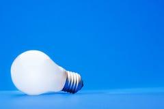 lumière d'ampoule bleue Photographie stock