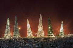 Lumière d'arbres de cheminée de métiers de décorations de Noël Photos stock