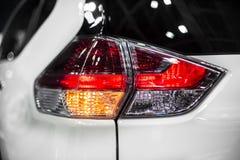 Lumière d'arrêt et clignotant arrière de voiture moderne de croisement image libre de droits