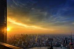 Lumière d'or au-dessus de Changhaï images stock