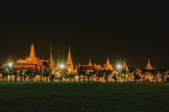 Lumière d'or de Wat Phra Kaew de Sanam Luang Photographie stock
