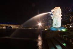 Lumière d'or pendant le matin au parc de Singapour Marina Bay Merlion Photo libre de droits