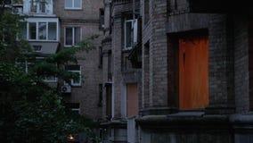 Lumière dans la fenêtre égalisant l'extérieur banque de vidéos