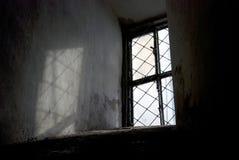 Lumière dans toute la fenêtre ombre nette Photo stock