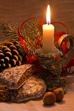 Lumière de bougie avec la décoration Images libres de droits