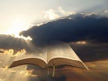 Lumière de chant religieux de bible Photos libres de droits