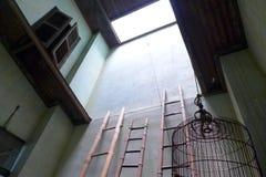 Lumière de ciel dans la vieille maison chinoise Images libres de droits