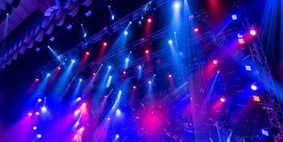Lumière de la scène pendant le concert photographie stock libre de droits