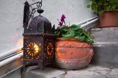 Lumière de lanterne avec un pot Photographie stock