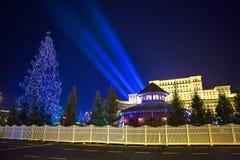 Lumière de Noël - Chambre de Bucarest du Parlement photo stock