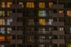 Lumière de nuit de condominium à Tokyo Photographie stock libre de droits
