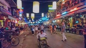 Lumière de nuit de ville de rue de bar dans Siem Reap Cambodge photo stock