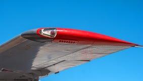 Lumière de position sur l'aile de l'avion Images stock