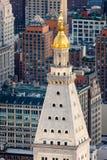 Lumière de soirée au-dessus de beaux toits de gratte-ciel de Manhattan. image libre de droits