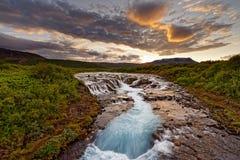 Lumière de soirée de l'Islande - du Bruarfoss images stock