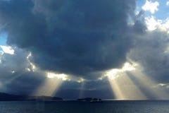 Lumière de Sun au delà des nuages Images libres de droits