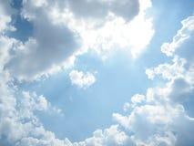 Lumière de Sun sur le ciel bleu Photo stock