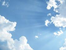 Lumière de Sun sur le ciel bleu Photo libre de droits
