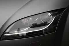 Lumière de tête de voiture de sport. Image libre de droits