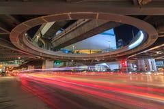 Lumière de tache floue du trafic sous la prise Photographie stock