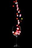 Lumière de versement dans le verre à vin Image libre de droits