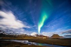 Lumière du nord dans Kirkjufell Islande Images libres de droits
