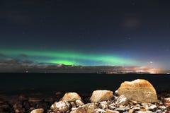 Lumière du nord vue près d'Aalesund, Norvège Photos libres de droits
