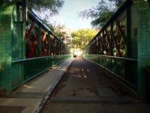 Lumière du soleil à l'extrémité du pont Image libre de droits