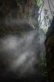 Lumière du soleil de caverne Photos stock