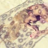 Lumière du soleil par le lacet Image libre de droits