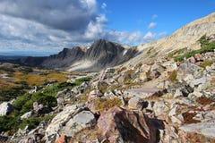 Lumière du soleil sur des montagnes au Wyoming photos stock
