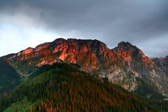 Lumière du soleil sur la montagne Images libres de droits
